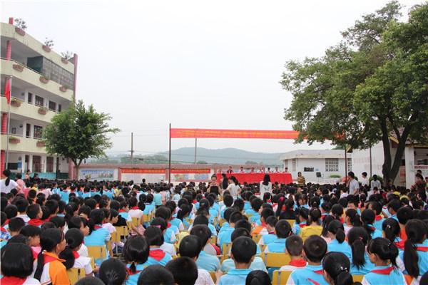 20180915(茁壮成长) 信丰县小江镇中心小学举办隆重的开学典礼图1.jpg