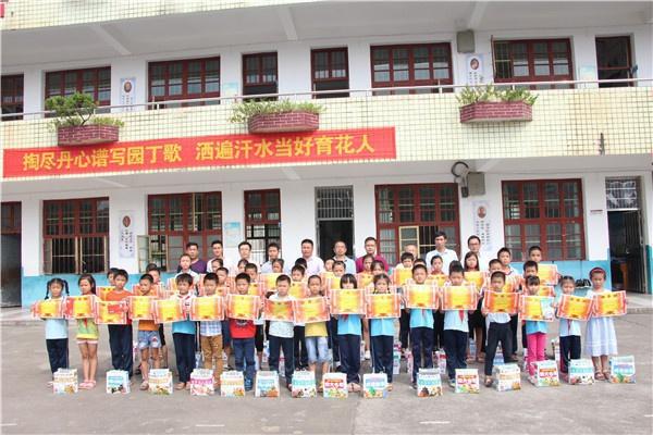 20180915(茁壮成长) 信丰县小江镇中心小学举办隆重的开学典礼图2.jpg